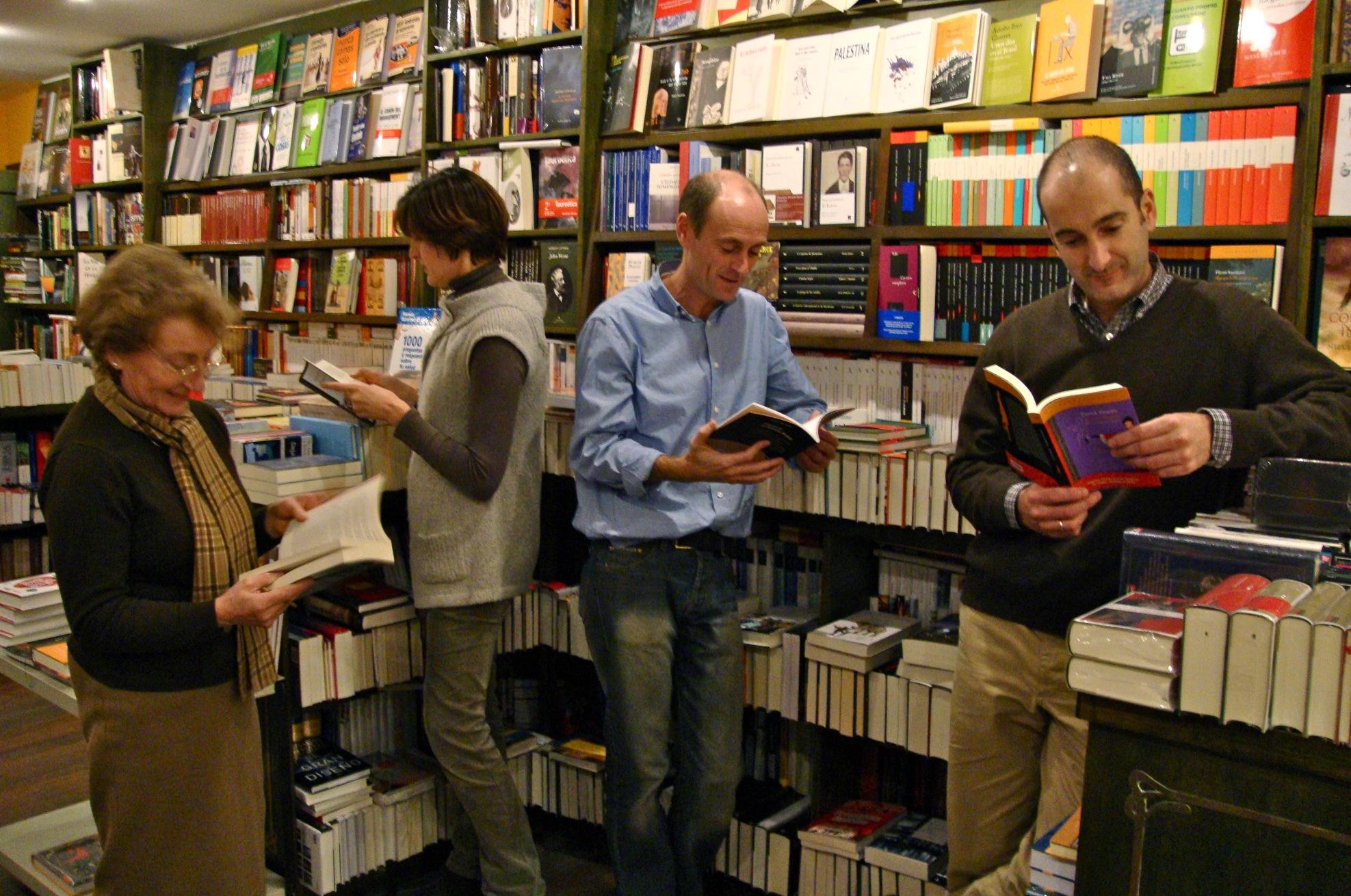 Cuatro libros para regalar librer a donosti bookhunterblog - Libreria de pared ...